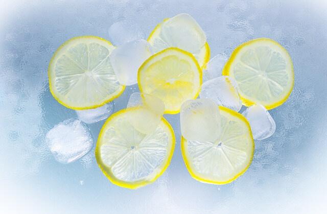 Wodę z cytryną wypijaj codziennie na czczo