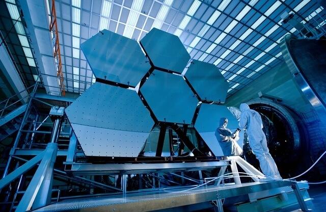 Lustra teleskopu Webba