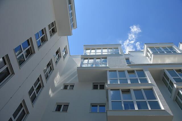 Zrób jasne i przejrzyste zdjęcia mieszkania