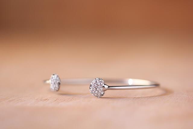 Bransoletki, pierścionki czy kolie - co wybierasz?