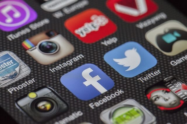 Aplikacja facebooka na smartfonie