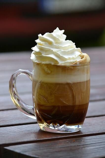 Zaskocz swoich gości tak podaną kawą