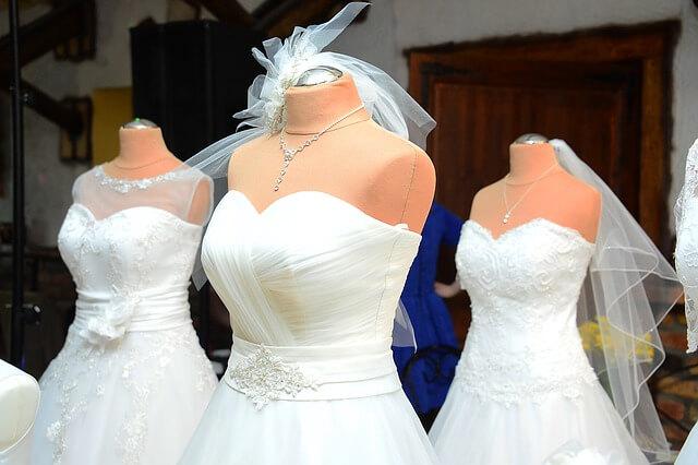 Ile kosztuje pranie sukni ślubnej?