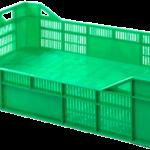 Zielona plastikowa skrzynak do przewożenia warzyw, owoców, grzybów