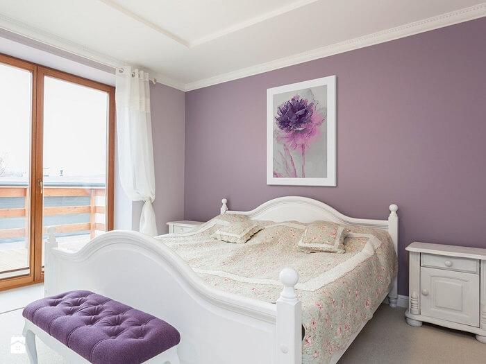 sypialnia w fiolecie
