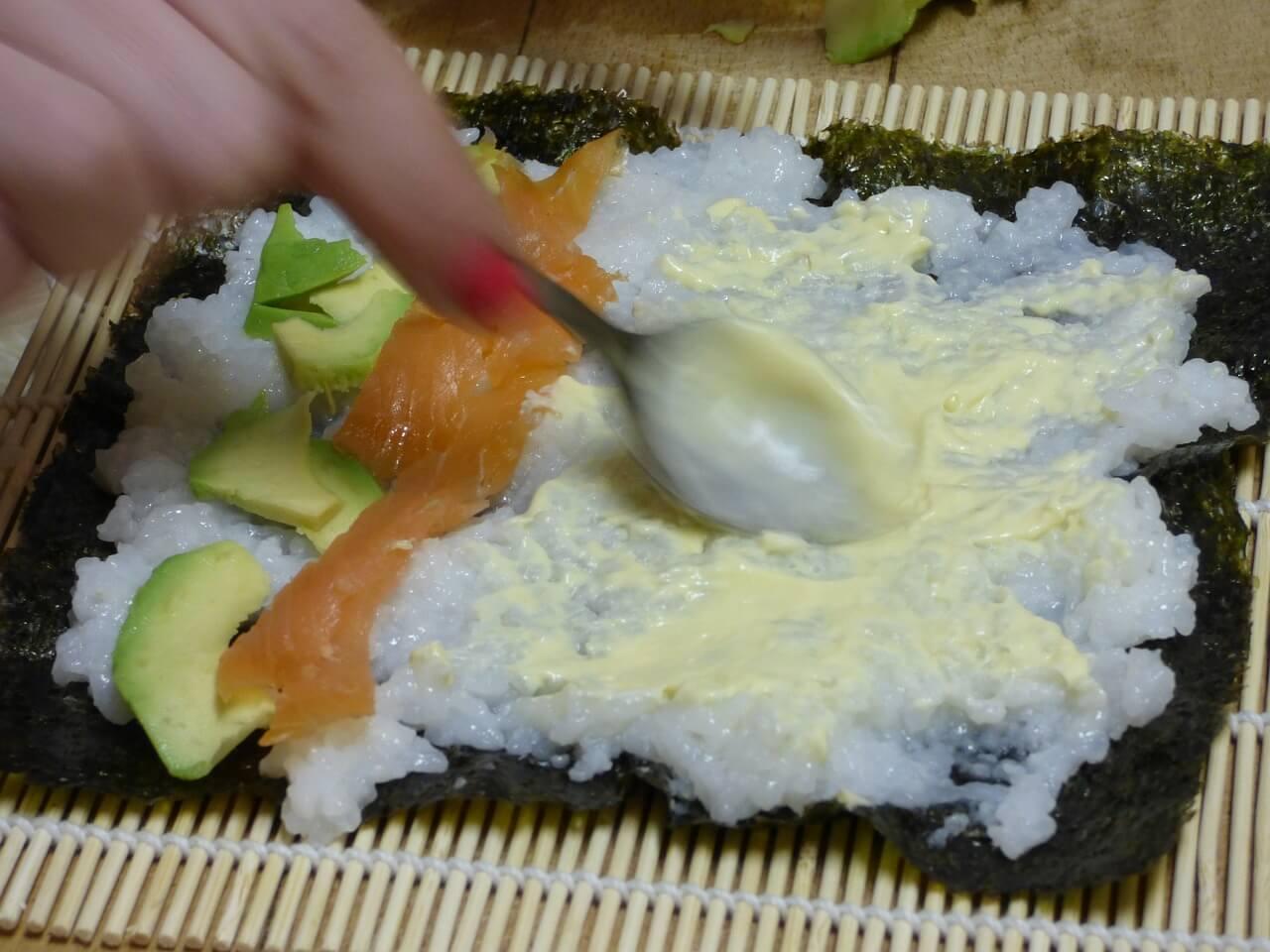 nakladanie sushi