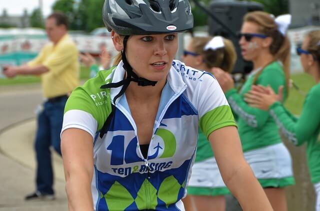 kobieta sportowy ubiór