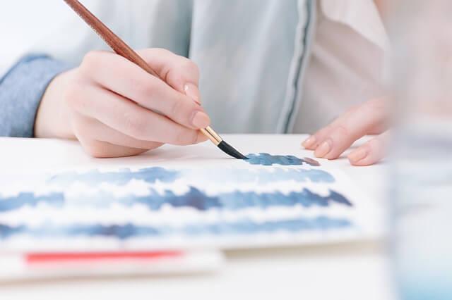 malowanie pędzlem i farbami