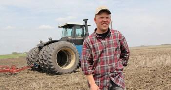 rolnik na polu