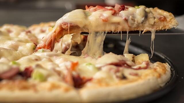 Domowa pizza z serem