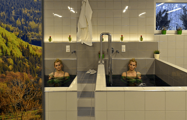 Kobieta relaksująca się w wannie