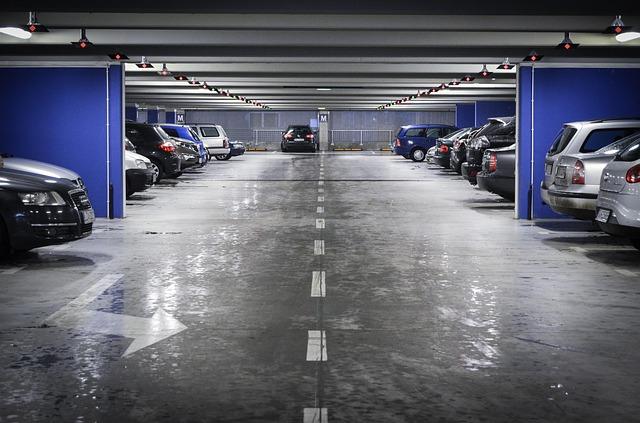 Posadzka przemysłowa na parkingu samochodowym