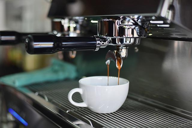 Kawa robiona za pomocą ekspresu