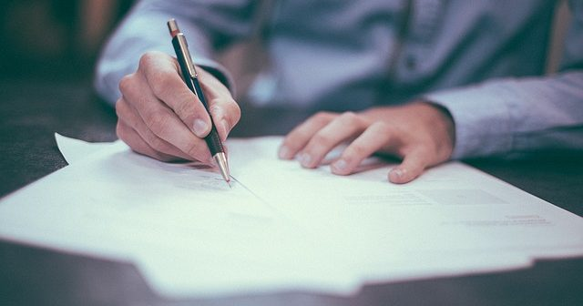 Podpisywanie umowy kredytowej