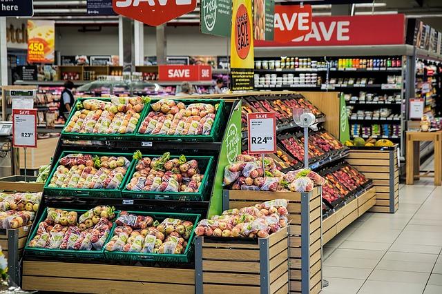skrzynki-żywność-w-sklepie-spożywczym