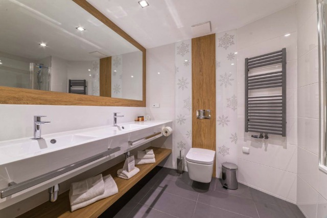 łazienka-salon-z-łazienkami-toaleta-myjąca